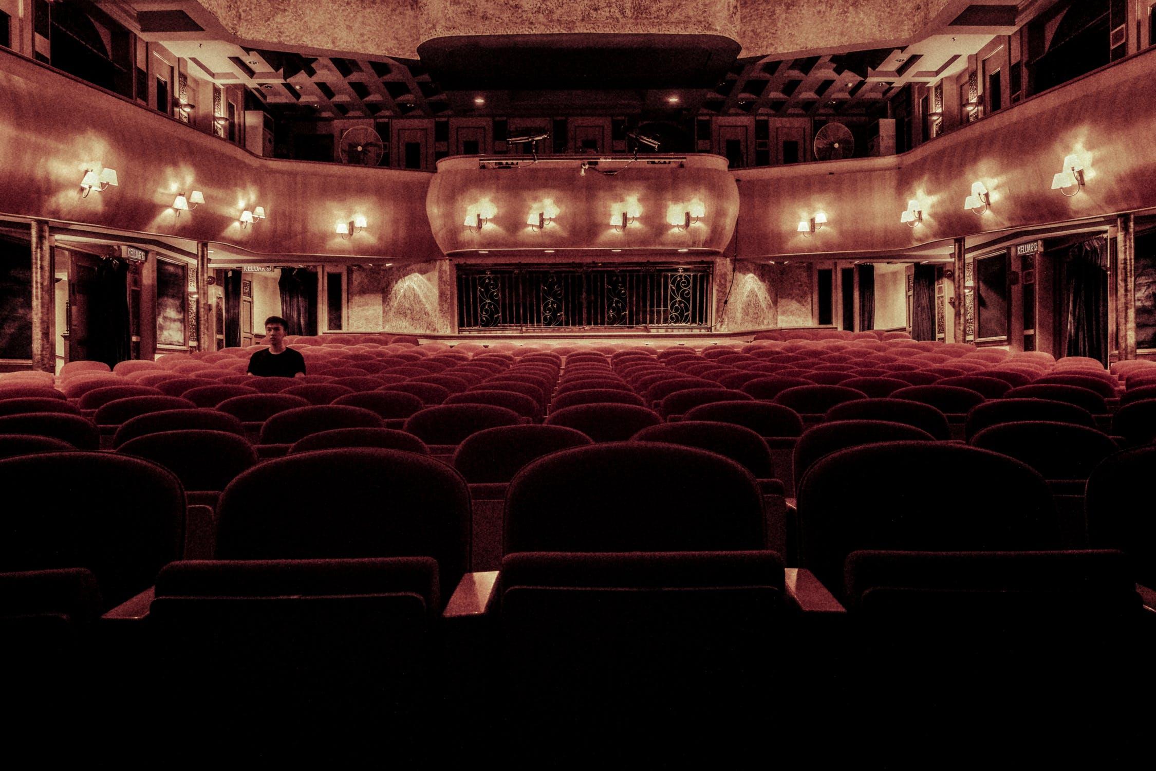 Spettatori consapevoli – Innamorarsi del Teatro
